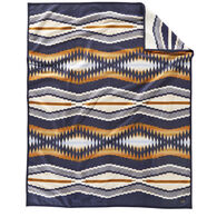 Pendleton Woolen Mills Crescent Bay Robe Blanket