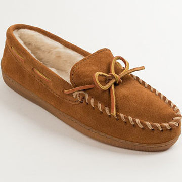Minnetonka Womens Pile-Lined Hard Sole Moccasin