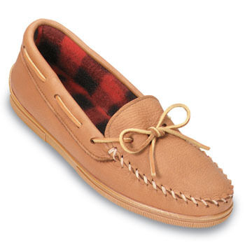 Minnetonka Mens Moose Hide Fleece-Lined Moccasin